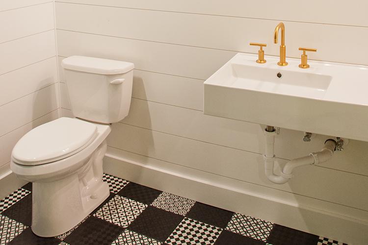 lake-erie-storage-condoes-bathroom